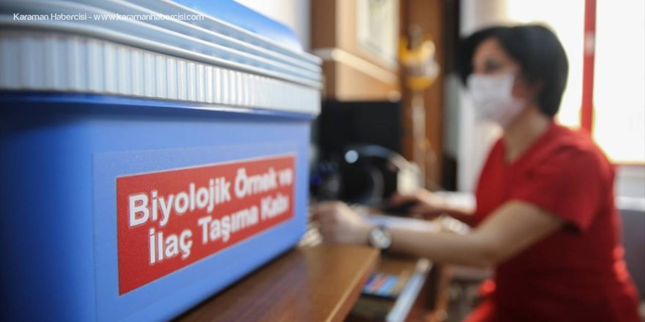 """Sağlık Çalışanları Kovid-19 Aşısıyla Kendilerini """"Güvende"""" Hissediyor"""
