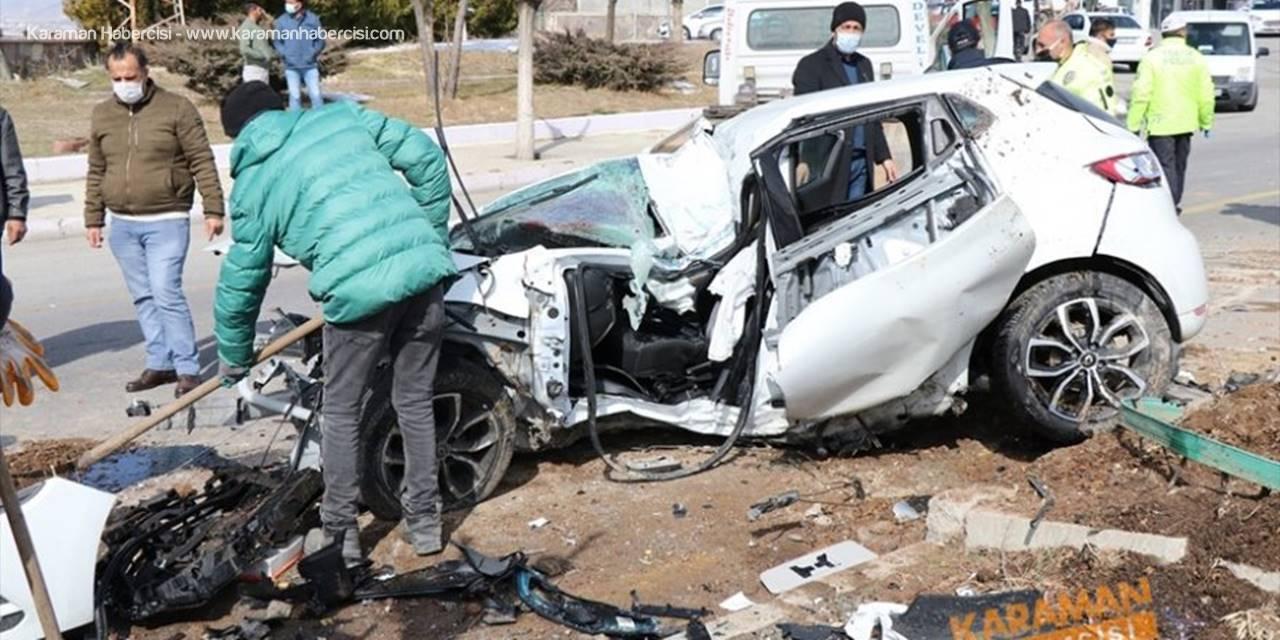 Kayseri'de İki Otomobil Çarpıştı: 1 Ölü, 2 Yaralı