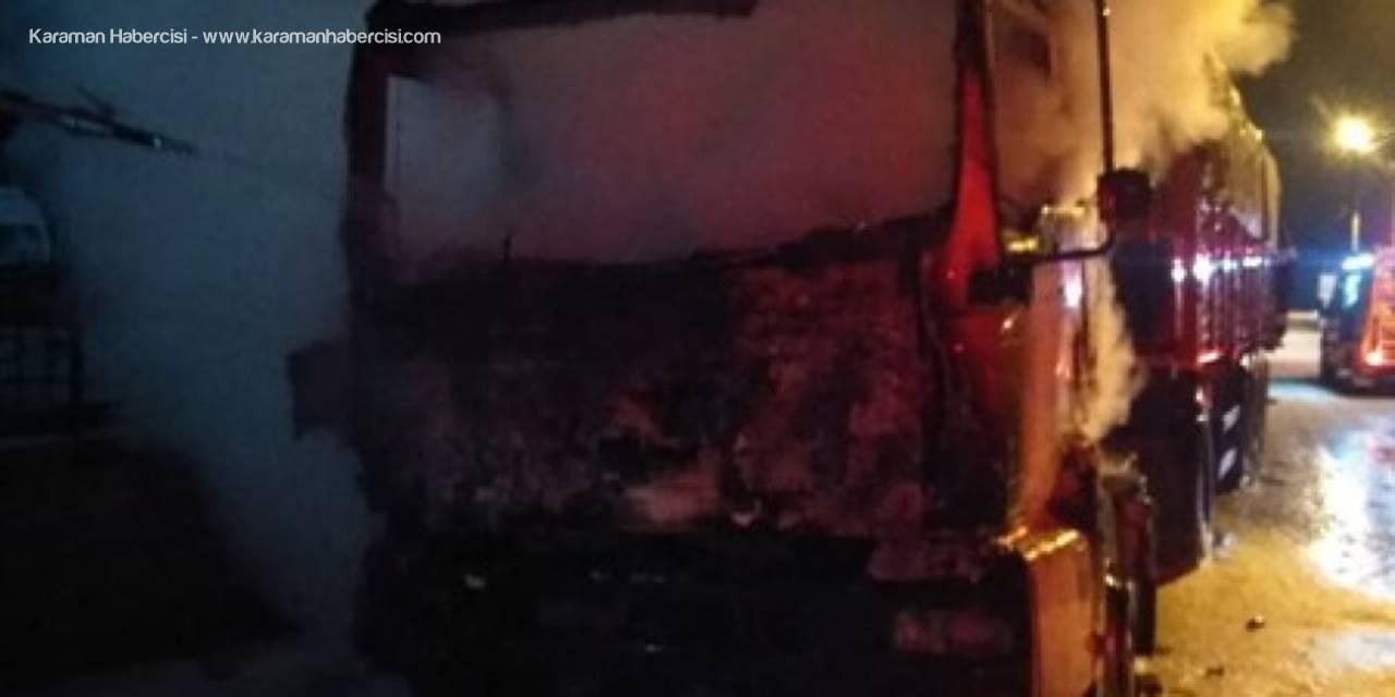 Konya'da Park Halindeki Bir Tırda Yangın Çıktı