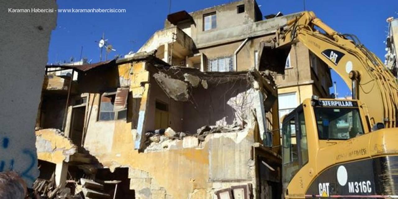 Akdeniz'de Mekruh Binalar Yıkılıyor