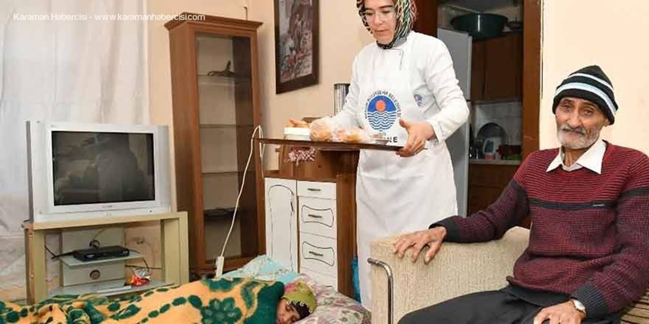 Mersin'de Çocuklarının Terk Ettiği Aileye Belediye Sahip Çıktı