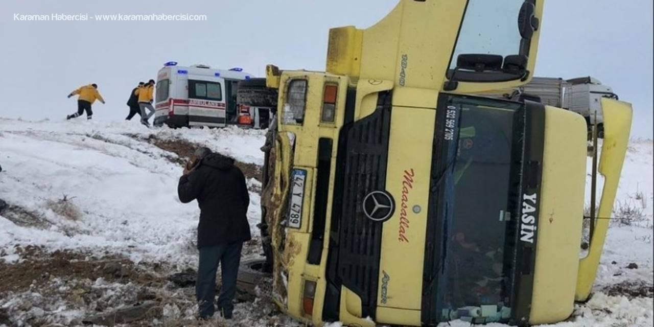 Konya'da Buzlu Yolda Yoldan Çıkan Tır Devrildi: 1 Yaralı