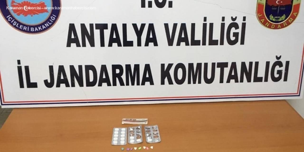 Antalya'da Jandarmadan Yol Uygulamasında Madde Ele Geçirildi