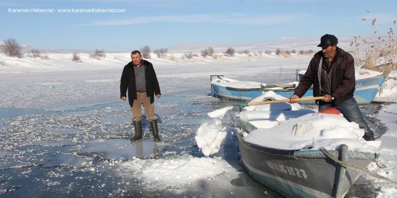 Konya'da Balıkçılar Buz Tutan Gölün Ava Açılmasını Bekliyor