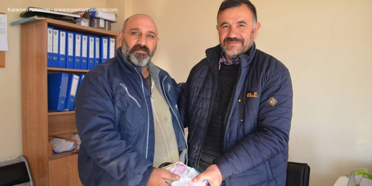Konya'da Yolda Bulduğu 4 Bin Lirayı Sahibine Teslim Etti