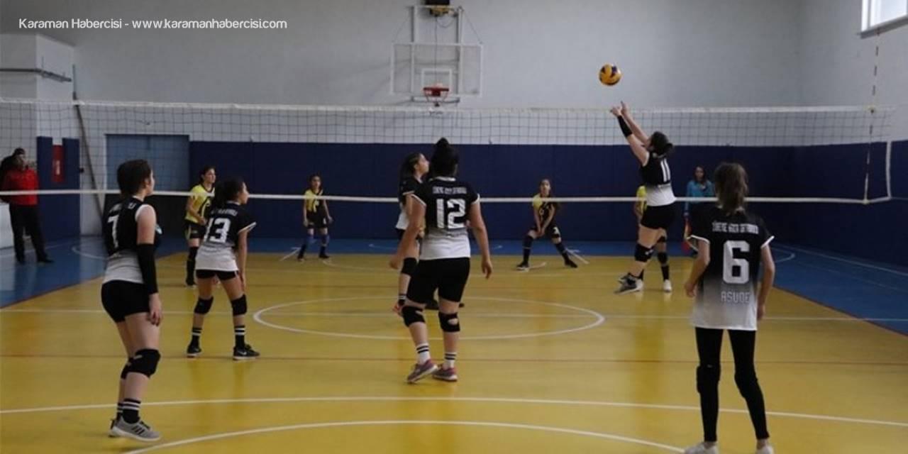 Karaman'da Okullar Arası Voleybol Müsabakaları Devam Ediyor