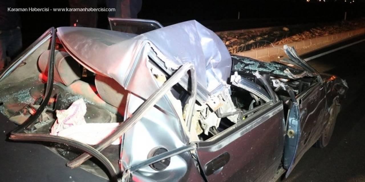 Aksaray'da Otomobil Tıra Arkadan Çarptı