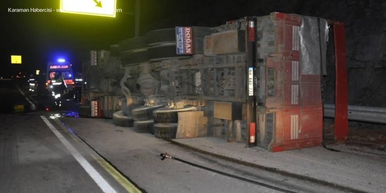 Konya'da Kamyon Bariyerlere Çarparak Devrildi