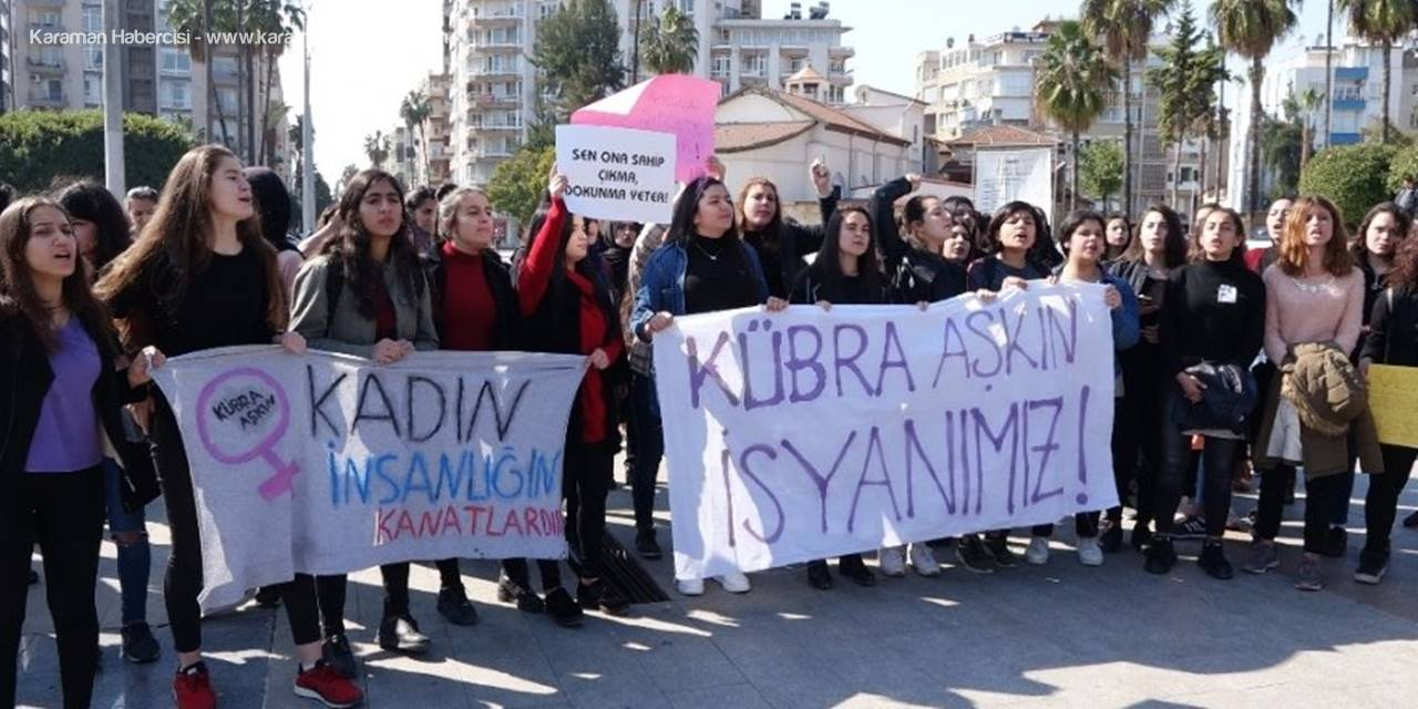 Mersin'de Öğrenciler Kübra Öğretmen Cinayetini Protesto Etti