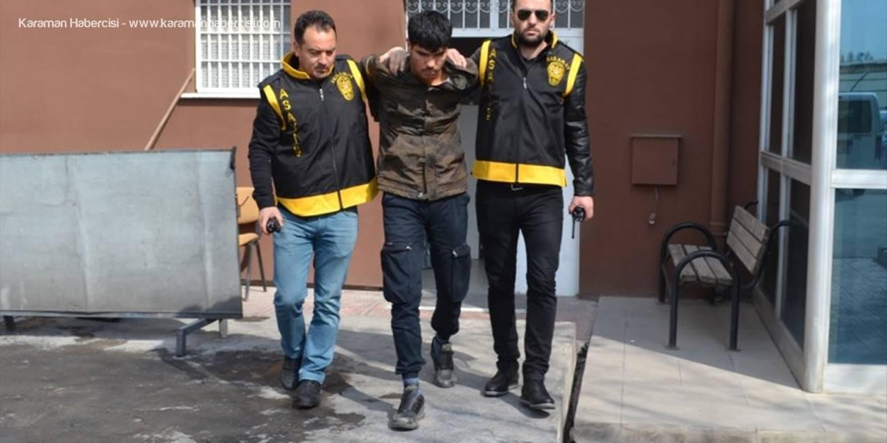 Aksaray'da Yüksek Sesle Müzik Dinleyen Arkadaşını Bıçakladı