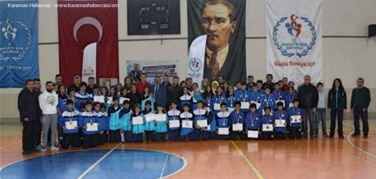 Karaman'da Badminton Çeyrek Final Müsabakaları Sona Erdi