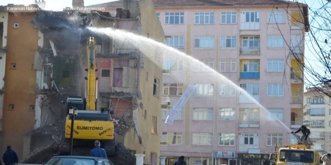 Konya'da Beş Kişinin Ölümüne Neden Olan Bina Yıkılıyor