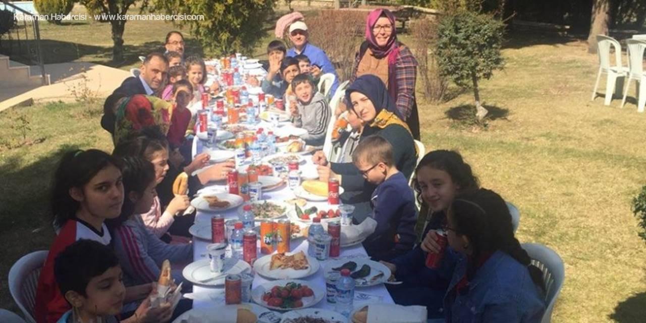 Meral Ailesi Sevgi Evlerinde Kalan Çocuklarla Piknikte Buluştu