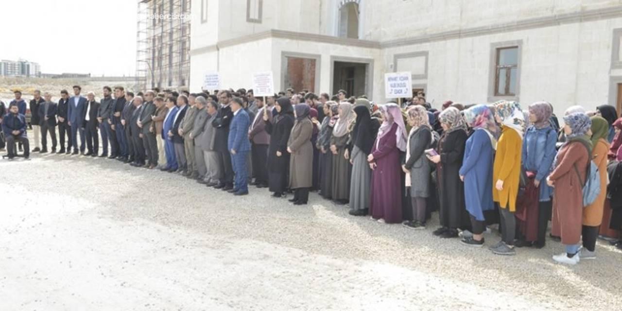 Karaman'da Öğrenciler Ezana Sahip Çıktı