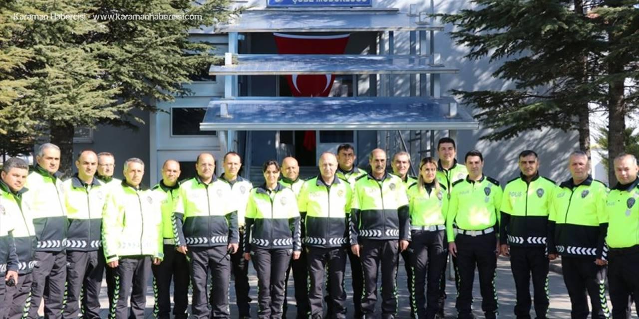 Niğde'de Trafik Polisleri Yeni Kıyafetlerini Giydi
