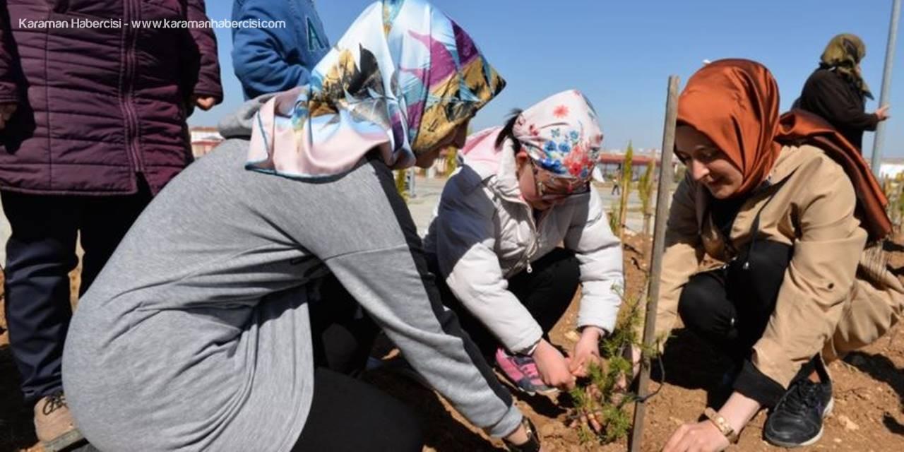 Down Sendromlu Öğrenciler Karaman'da Fidan Dikti