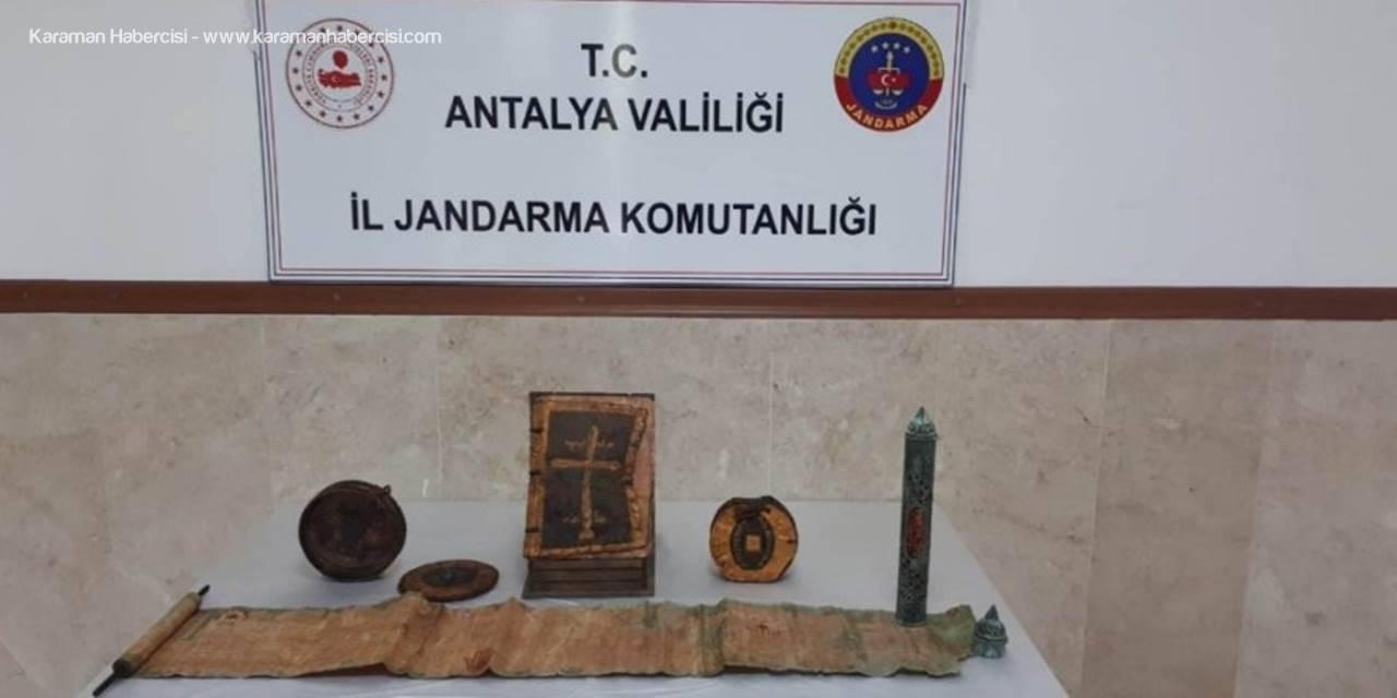 Antalya'da Altın İşlemeli 1400 Yıllık Deri Kitap Ele Geçirdi