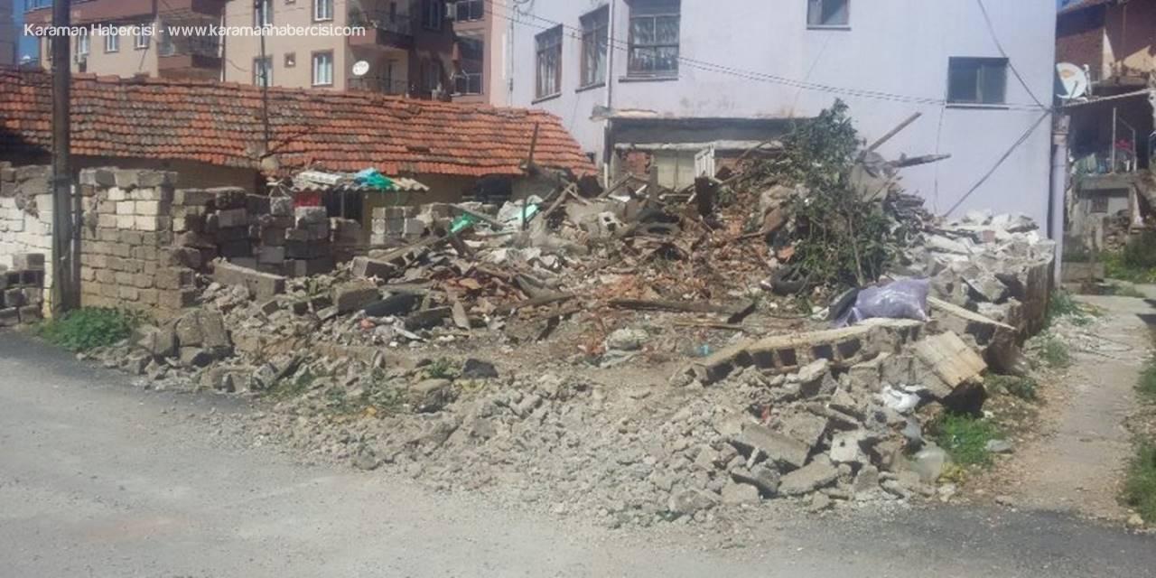 Antalya'da Suça Teşkil Eden 3 Metruk Bina Yıkıldı