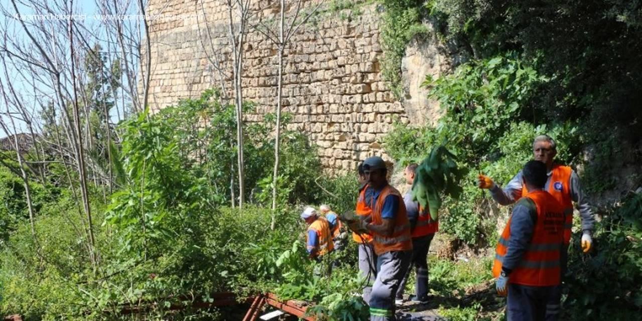 Antalya Büyükşehir'den Tarihi Surlarda Bahar Temizliği