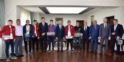 Karaman'da Genç Dahiler Ödüllendirildi