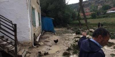 Karaman'ın Akpınar Köyünde Sel Görüntüleri Korkuttu