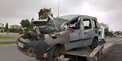 Aksaray'da Hafif Ticari Araç Şarampole Devrildi: 6 Yaralı
