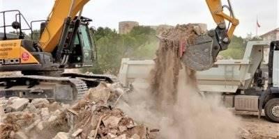 Karaman'da Tehlike Saçan Metruk Binalar Yıkılıyor