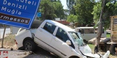 Antalya'da kontrolden Çıkan Kamyonet Takla Attı: 2 Yaralı