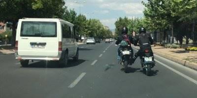 Motosikletlilerin Tehlikeli Yolculuğu Kameraya Yansıdı