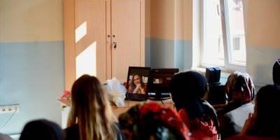 Öğrencileri Okulun İlk Gününde Burcu Öğretmen'e Ağladı