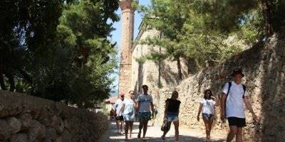 Alanya'da 788 Yıllık Tarihi Camiye Turistlerin Yoğun İlgisi