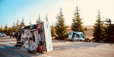 Eskişehir'de Ticari Araç İle Kamyonet Çarpıştı: 2 Ölü, 2 Yaralı