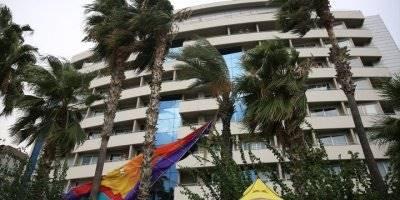Halatı Kopan Deniz Paraşütüyle Palmiyeye Çarptılar