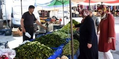 Turşu Bidonları Yoksul Öğrenciler İçin Doluyor