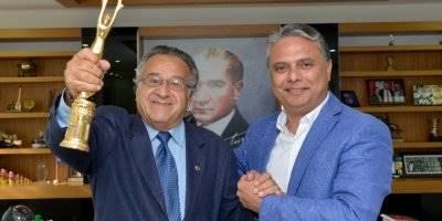 Ödül Sevincini Başkan Uysal'la Paylaştı