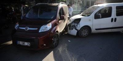 Antalya'da Zincirleme Trafik Kazası Kazada Bir Polis Memuru Yaralandı