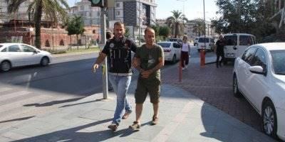 Alanya'da Polis Şüpheli Aracı Durdurdu Uyuşturucu Çıktı Kişiler Gözaltına Alındı