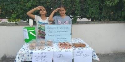 Kek Yaptırıp Sattılar Parasını Mehmetçiğe Bağışladılar