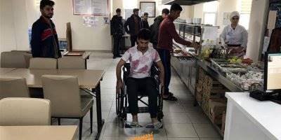 Karamanda KYK'lı gençler engelli kardeşlerini unutmadı