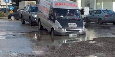 Yoldaki Su Dolu Çukur Kazaya Neden Oldu