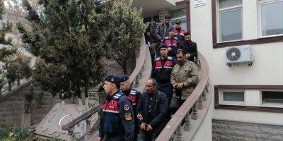 Hırsızlık Zanlıları Jandarma Devriyesine Takıldı