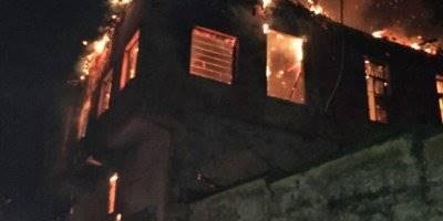 Mersin'de Yangın Çıkan Ahşap Binadaki 4 Kişi Hastaneye Kaldırıldı