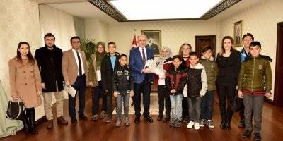 Karaman'da Mülteci Öğrencilerden Vali Meral'e Ziyaret