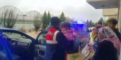 Antalya'da Mahsur Kalan 5 Aileyi Jandarma Kurtardı