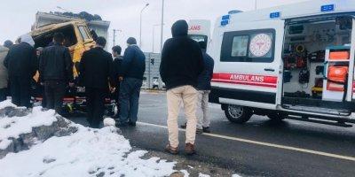 Konya'da Kamyonla Tır Çarpıştı: 1 Yaralı