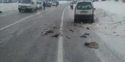 Konya'da Kamyonetle Otomobil Çarpıştı: 5 Yaralı