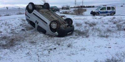 Konya'da Buzlu Yolda Kayan Araçta 3 Kişi Yaralandı