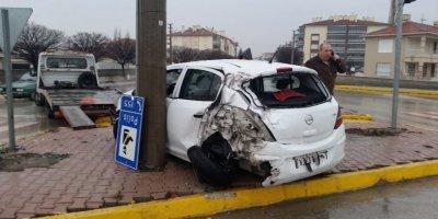 Konya'da Tırın Çarptığı Otomobil Savruldu