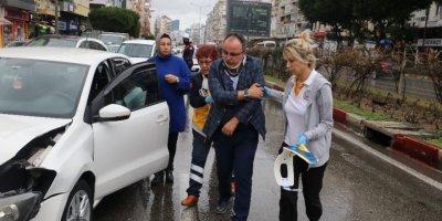 Antalya'da 3 Araçlı Zincirleme Kaza: 1 Yaralı