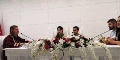 Her 5 Dakikada 'Sevgililer Günü Nikahı' Kıyıldı